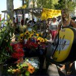 Séverine et son paddle sur un marché à Lyon