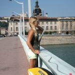 Séverine sur un pont à Lyon