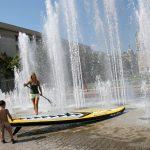 Séverine dans une fontaine à Lyon