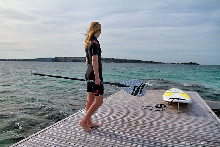 Séverine sur un ponton à Cannes