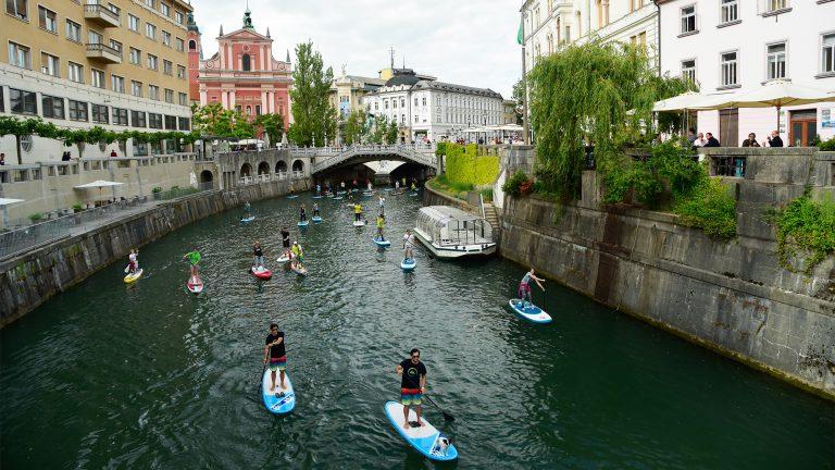 paddlers dans le centre de Ljubljana